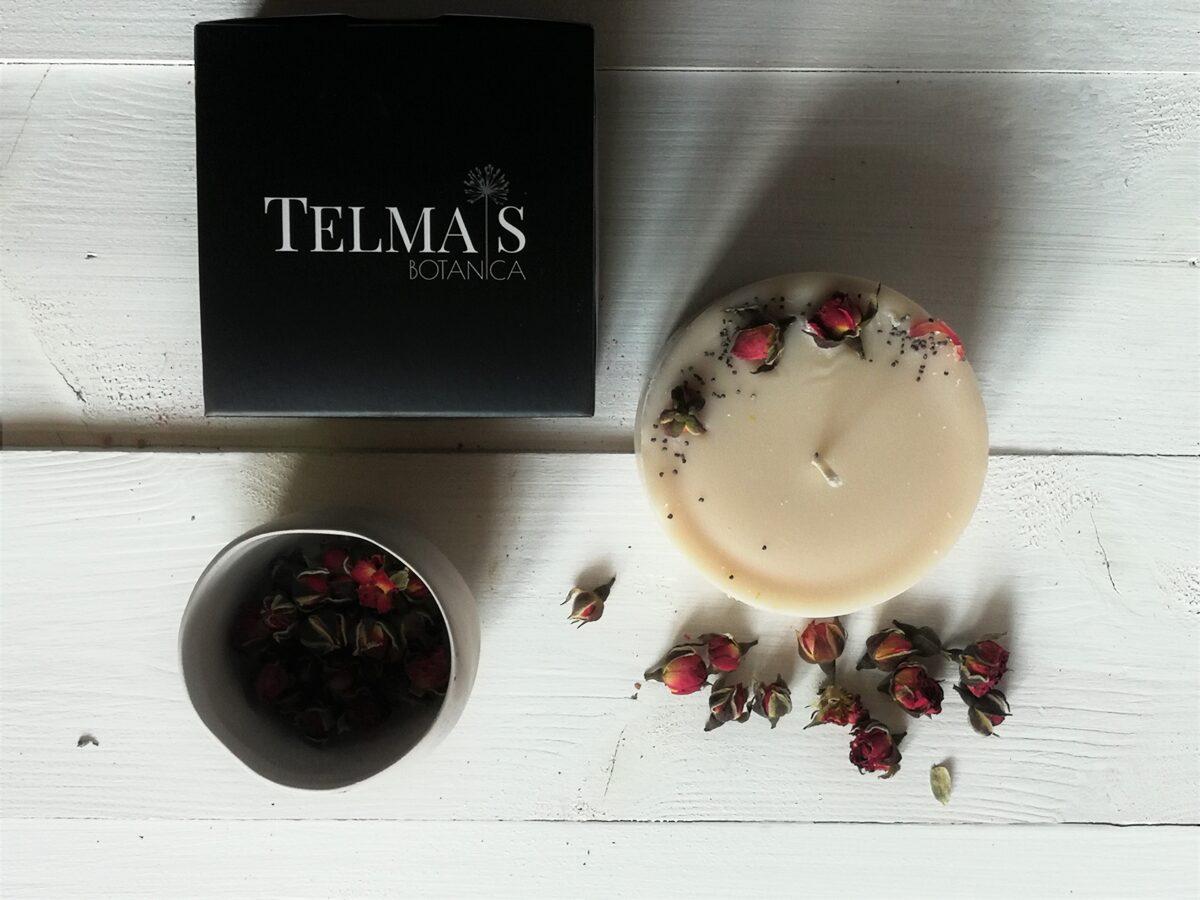 Sojas vaska svece ar augiem un rožu aromātu