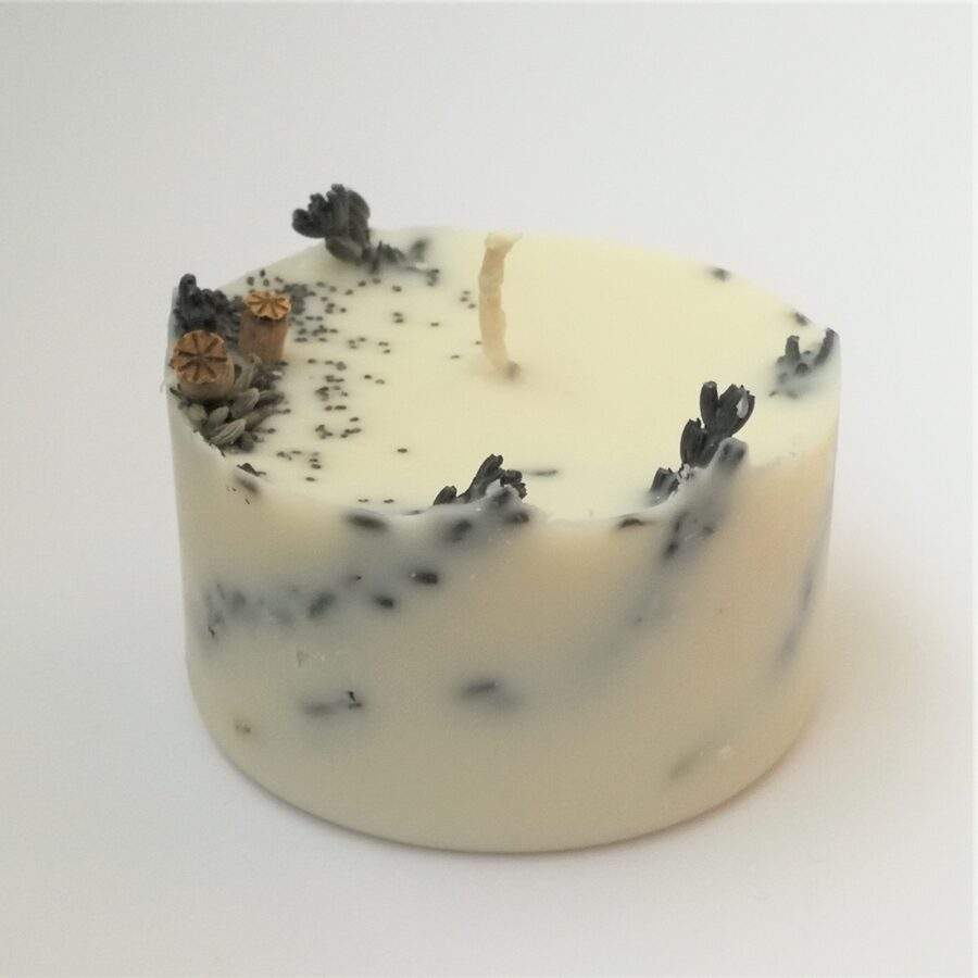 Soy wax candle with meadow flowers and essential oils of lavanda - S size