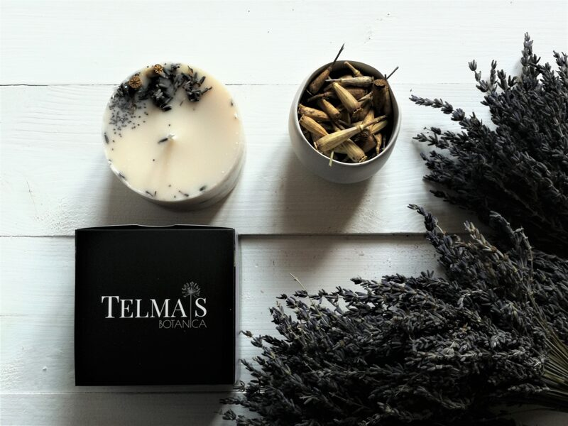 Soy wax candle with meadow flowers and essential oils of lavanda