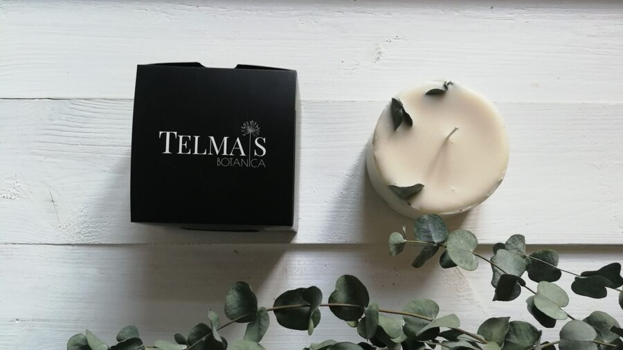 Soy wax candle with eucalyptus leaves and eucalyptus, tea tree and mint aroma